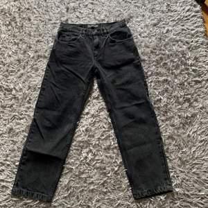 Svarta jeans från polar skate co!! Strl 30x30, pris kan diskuteras!!