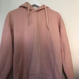 Rosa hoodie från Lager 157 i strl M. Säljer för 15kr, köparen står för frakten. Hör gärna av dig om du har några funderingar😊