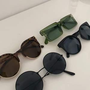 Solglasögon från olika märken✨ alla är imprensip oanvända och är i bra skick. 50kr styck + frakt eller alla för 150kr + frakt SÅLDA: GRÖNA