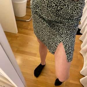 Jättefin kjol från shein. Aldrig använd. Passar xxs xs. Finns inte att köpa längre på shein.
