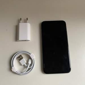 iPhone Xs i gott skick. Säljer för att jag fått ny mobil. Använd i 1,5 år. 84% maximal batteri kapacitet & 64GB lagring. Inga sprickor eller repor. Kontakta mig vid mer info!❤️pris kan diskuteras. 4500kr