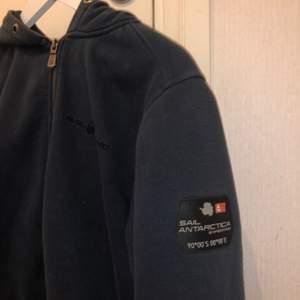 Extremt snygg sail racing hoodie som tyvärr inte kommer till användning