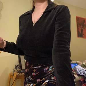 Mysig tröja med krage i mjukt material!