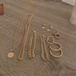 Säker dras smyckande från olika butiker, alla är nytvättade . Säljer allt för 150kr och om du vill ha bara en sak så borde det också gå