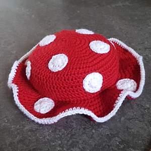 Jag fick en special-beställningpå denna svamp bucket hat av en person och tänkte börja sälja dessa. Kontakta mig om du skulle vilja ha en! Köparen står för frakten🍄