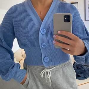 Lånade bilder, Stickad tröja från Lindex aldrig andvänd