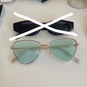 Säljer mina snygga solglasögon som tyvärr inte kommer till användning längre. Köp 1 par för 80 eller båda för 140. Köparen står för frakten💕