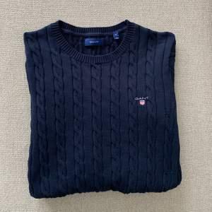 Säljer min tröja från Gant i storlek M. Den är aldrig använd utan endast testad därav är den i nyskick. Hör av dig vid intresse eller frågor! (Pris kan diskuteras)
