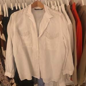 Linne (inte riktigt linne) liknande skjorta från zara, superfint som tycärr ej kommit till användning mer än en gång.