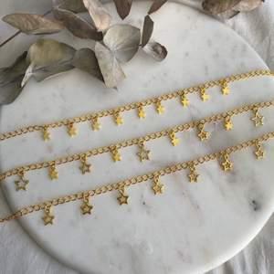 Guldiga halsband i tre olika modeller med stjärnor 🌟 Nya/oanvända! Endast 79kr/styck. Fri frakt! 💌 Kontakta mig om du vill köpa 🥰