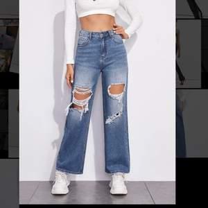 Köpte världens finaste jeans här på Plick men de var tyvärr försmå för mig. De är storlek m men skulle säga att de sitter mer som en s. Hör av er vid frågor.