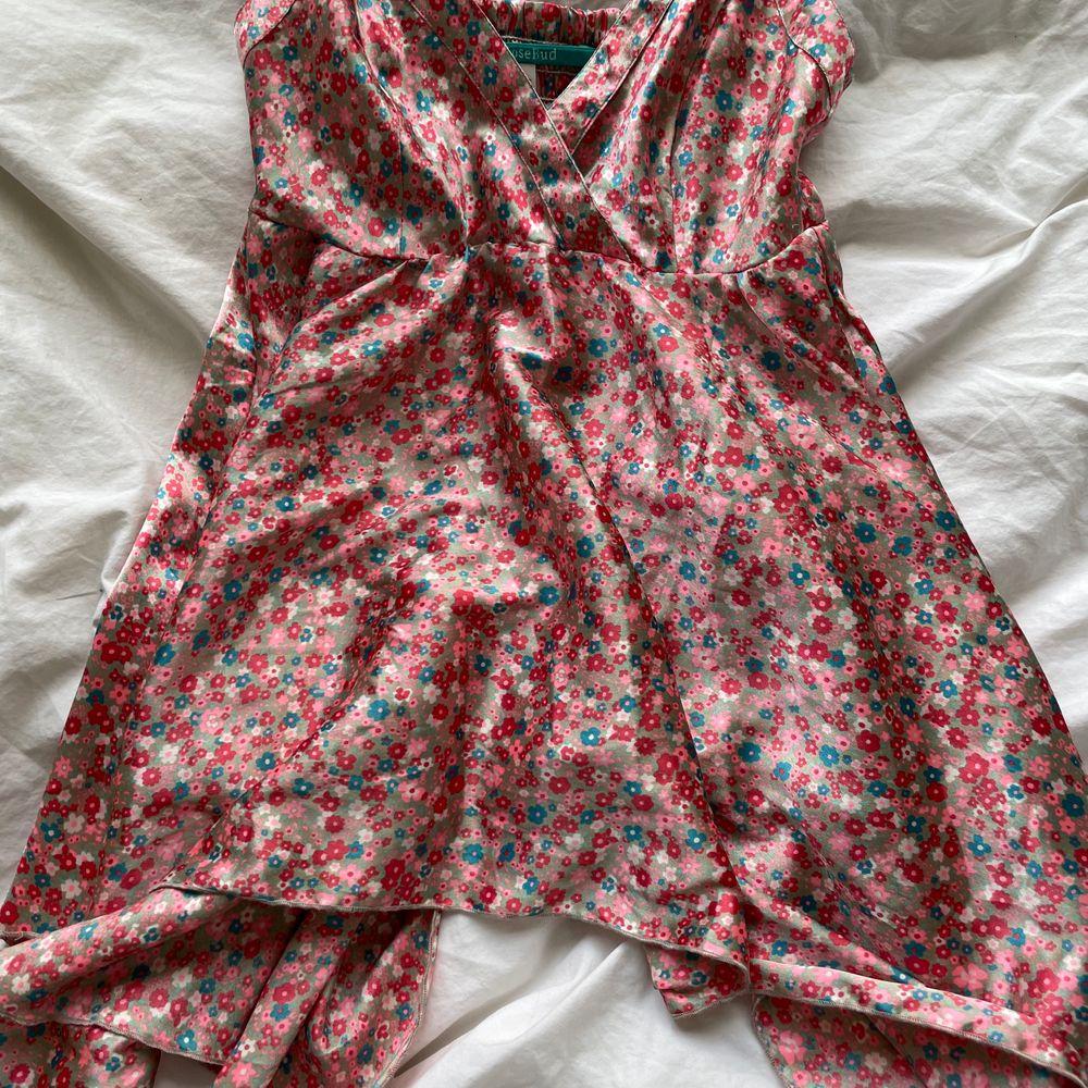 Skitfint linne / klänning från Rosebud! Aldrig använd! Passar xxs-s. Toppar.