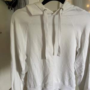 vit hoodie med luva, jättefin!!