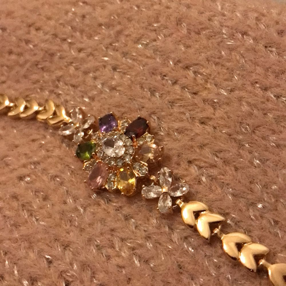 En vacker armband som jag säljer eftersom jag alldig har andhämtning den☺️vid flera frågor kontakta gärna!. Accessoarer.