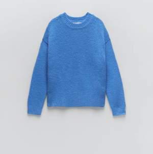 Säljer min favorit stickade blåa zara tröja som är slutsåld överallt. Den är översize!! Använt fåtal gånger💞skriv för fler egna bilder😊💞 buda i kommentarsfältet över 250kr