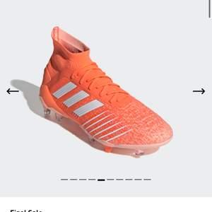Säljer ett par adidas fotbollsskor i modellen predator 19.1 firm ground cleats controlskin. Endast testade 1/2 gånger. I färgen hi-res coral/ cloud white/ glow pink. (Orange). Skon passar mig som har 38, men originalstorleken i eu är ca 39.  Nypris ca 1900kr