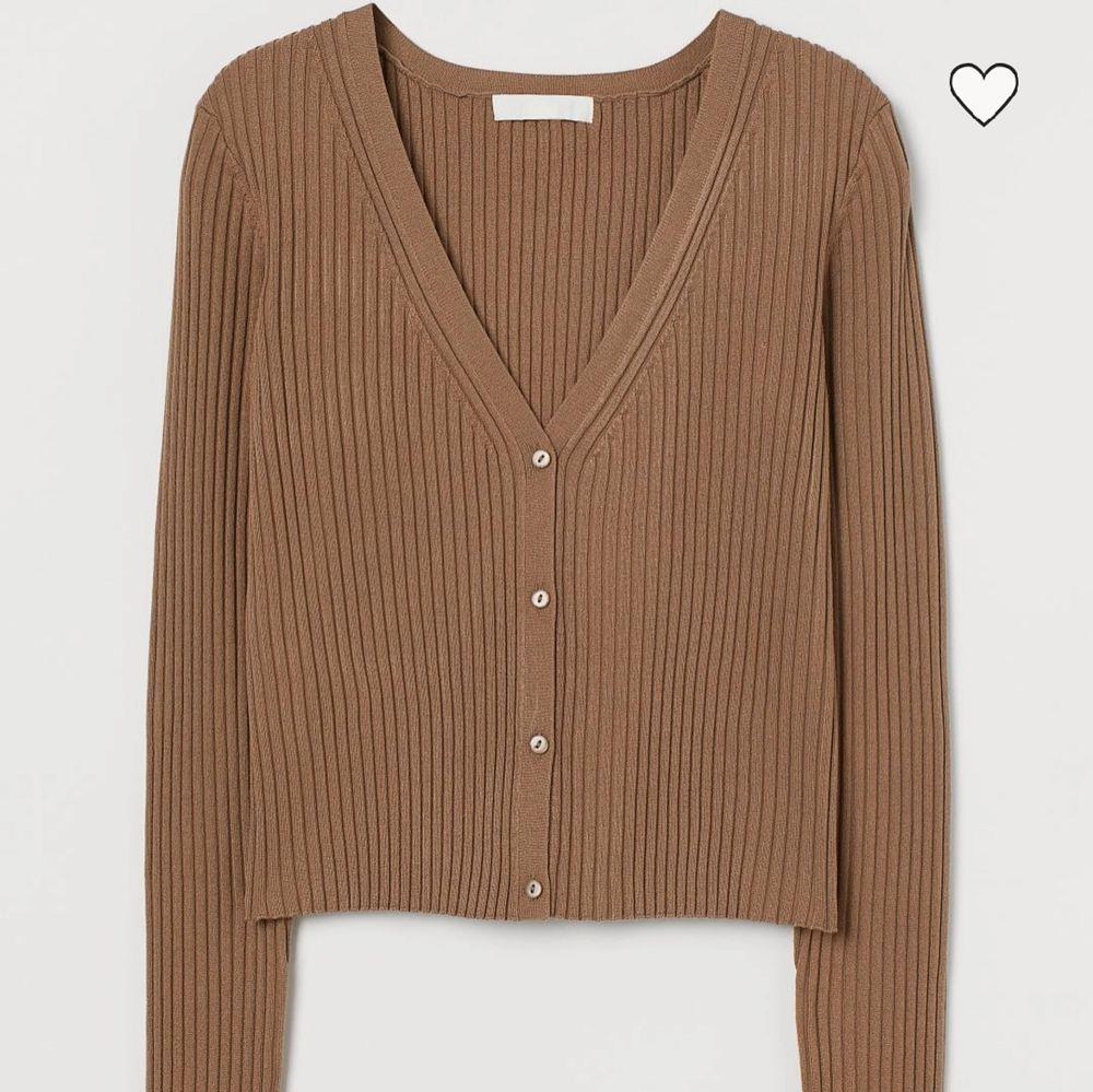 Ny och oanvänd kofta, köpt för 199kr (säljer tillhörande topp och kjol, se profil) . Tröjor & Koftor.