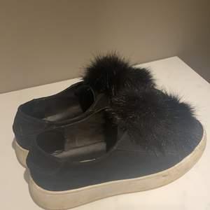 """Sjukt snygga Steve Madden skor med två """"toffsar"""" på. Storlek 39! Inga tydliga tecken på användning mer än sulan. Hör av dig för mer info eller bilder!"""