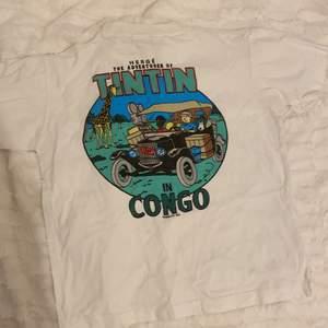 Säljer en TinTin t-shirt, minns inte var den är köpt, sitter bra på någon i XS💕