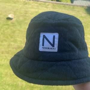 My preloved New black bucket , köpt för några år sen och använd halv-generöst. Dm för fler bilder angående skick osv ⚡️💘🏎