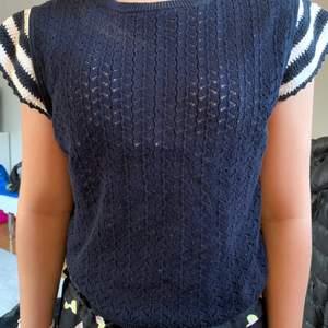Snygg marinblå virkad tröja perfekt för sommarn, buda i kommentarerna💝