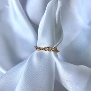 Dessa sjukt fina kedja ringar finns nu på hemsidan för endast 9kr!! Länk finns på instagram🤍                                              💌Instagram: Vikiicom