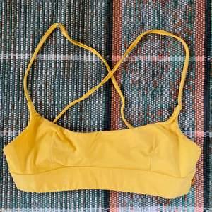 En jättefin bikinitopp från Twilfit i stl S. Justerbara band så kan passa både en xs och s. Säljer då den blivit alldeles för liten för mig sen förra sommaren💗
