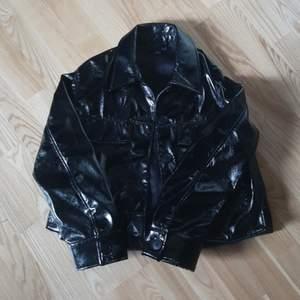 Skjortjacka från Monki i storlek xs 😊