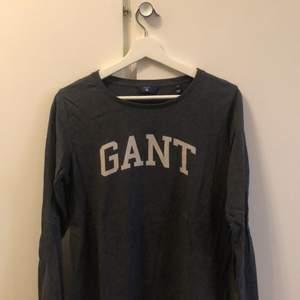 Gant tröja i storlek M använd ett få tal gånger, köpt på pondus för 599:- säljes för 200:- betalas med swish.