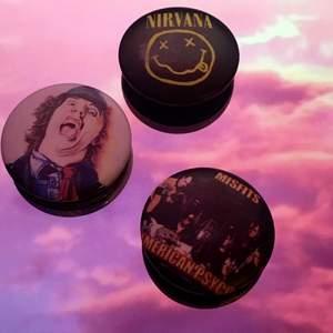 Coola pins med rockbands motiv 10 kr styck. Nirvana, Misfits, ACDC