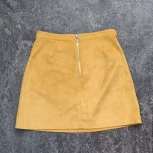 Knappt använd. Fin kjol. Storlek 38/UK 10