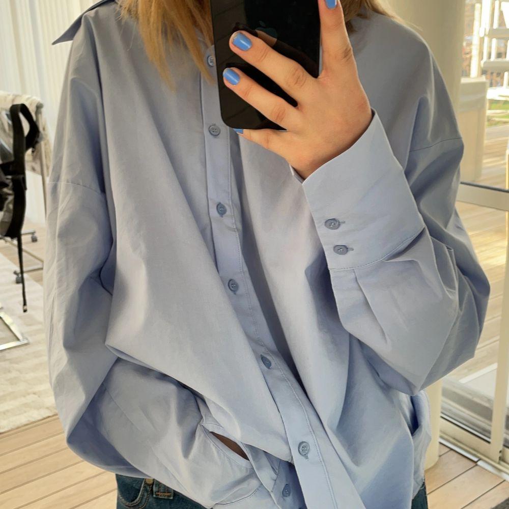 Oversized skjorta från Gina Tricot. Skit snygg modell⚡️⚡️. Skjortor.
