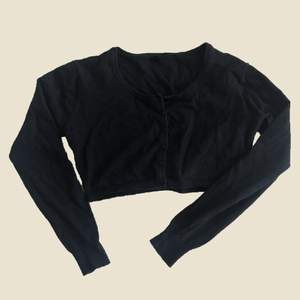 Croppad kofta. Påminner om Brandy Melville Athelia knit (bild 2). 5/5 skick.