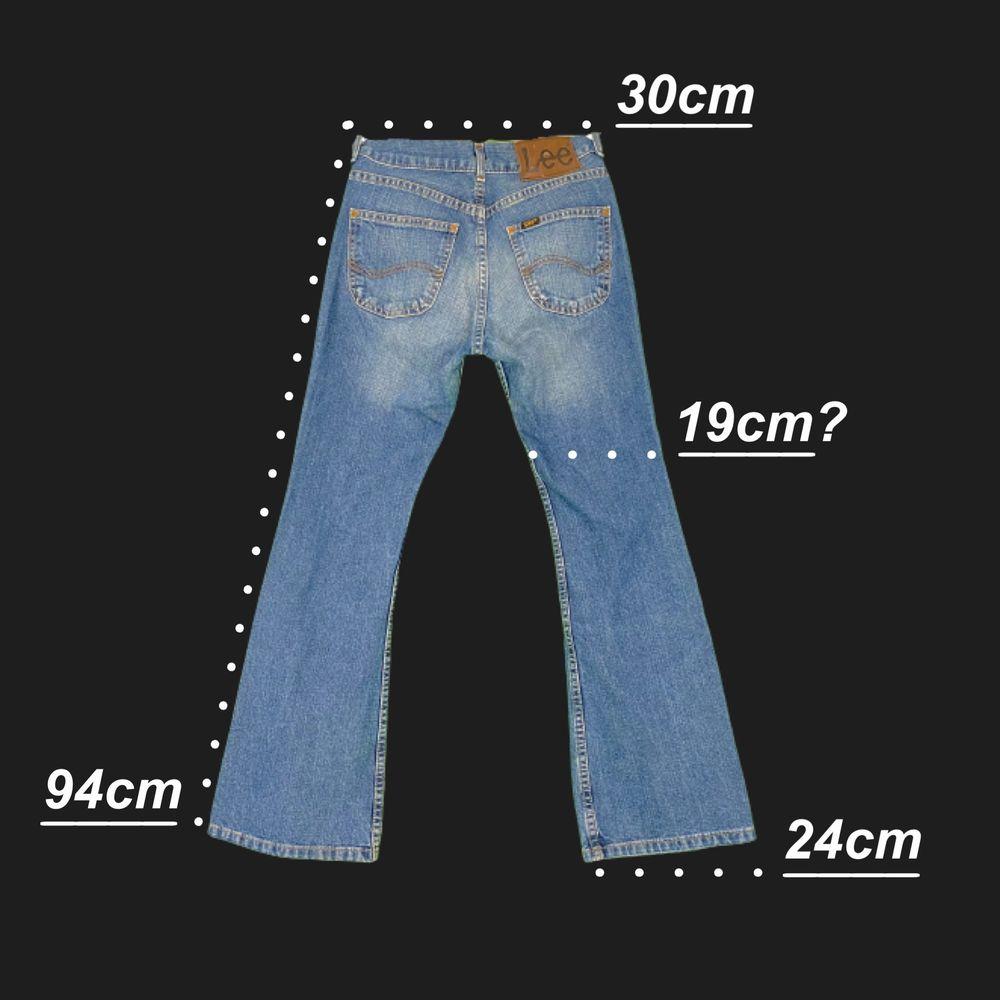 Lee jeans i bootcut / flare fit, bra skick! För mer info om mått, se bild tre. 100% cotton. Står ålder 11 som storlek. Spårbar frakt på 66kr är inräknad i priset. . Jeans & Byxor.