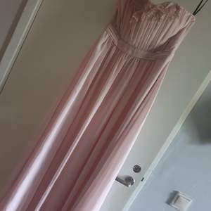 Jätte fin klänning ,använd bara en gång. Ser helt ny ut. Strl 40