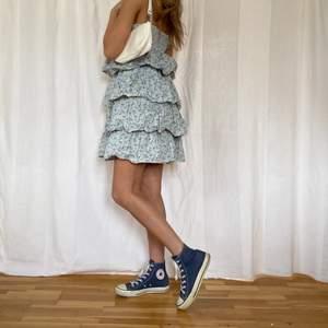 SÅ snygga converse skor som är trendiga igen! Passar till allt och kan ha när som verkligen!😍