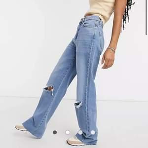 Hej! Säljer ett par stradivarius jeans för att det var alldeles för långa på mig. Dem är köpta från asos och jag köpte dem för 260 kr. Skriv gärna ifall du har några frågor😊