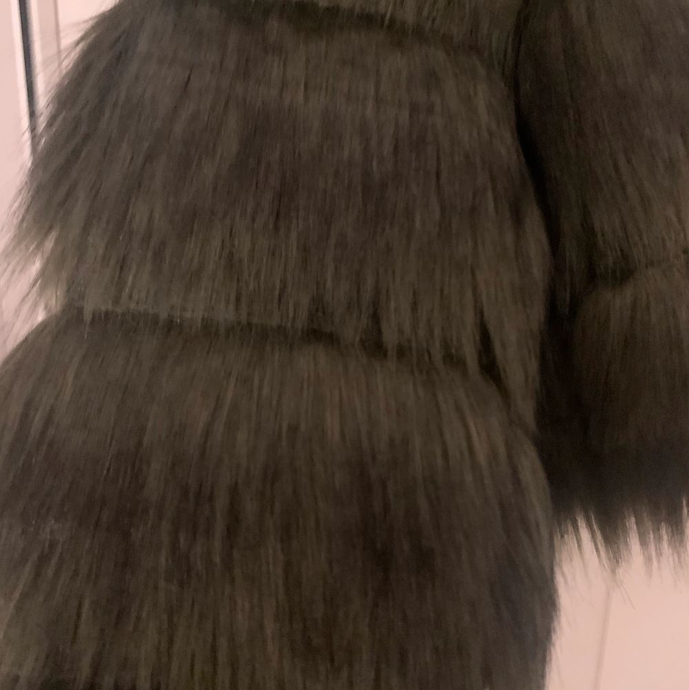 En jättefin mörkgrön pälsjacka i nyskick, Aldrig använd, endast testad! Hör av er för mer bilder eller frågor!. Jackor.