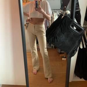 Kollar intresset på mina sjukt snygga byxor från rock@blue dem är i storlek 36 och är i äkta läder. Nypris på dess ligger runt 3000kr säljer ändats om jag får bra bud!💓