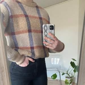 Säljer denna stickade tröjan från Zara, 80 kr + frakt