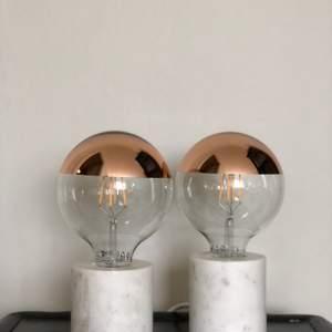Två lamor från Rusta med en snygg glödlampa från Ikea till! Nytt skick