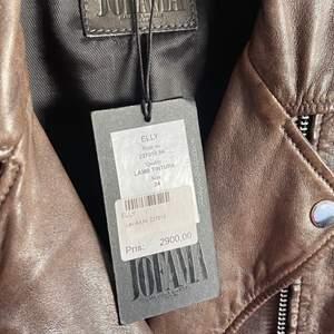 Jofama -Läderjacka av Kenza med  detaljer. Helt ny. Storlek 34  Oanvänt Ordinarie pris : 2900kr