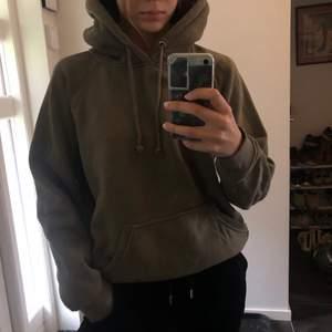Militärgrön bikbok hoodie