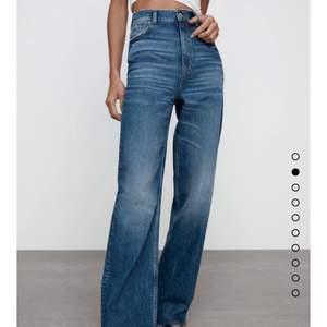 Coola 90s wide leg jeans från Zara i full length endast använda 1 gång i stl 38😍