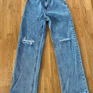 Helt oanvända och nya jeans pga felköp av storlek. I helt nyskick.