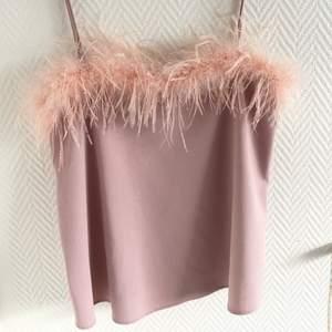 """Rosa linne med lite """"fluff"""" där framme, den är köpt av Josefine Ottosson💗 stl s"""