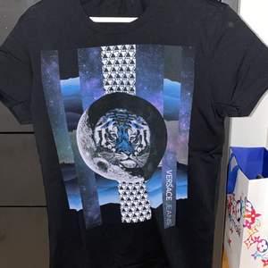 Versace t Shirt äkta