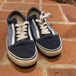 Använts fåtal gånger men just nu används de inte då jag har för många skor. Köptes för 750kr