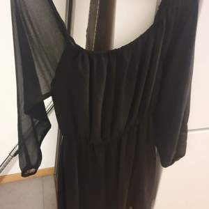 Säljer min spetsklänning i storlek 38 från Nelly trend eftersom att den är för stor för mig:) sparsamt använd!.