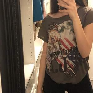 T-shirt med cool tryck på!